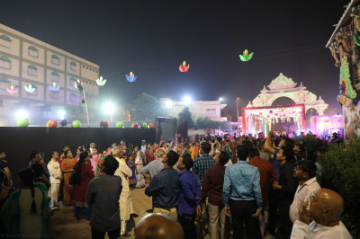 Thousands of disciples gather and enjoy the Diwali evening celebrations