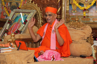 His Divine Holiness Acharya Swamishree showers His divine New Year's day blessings on all