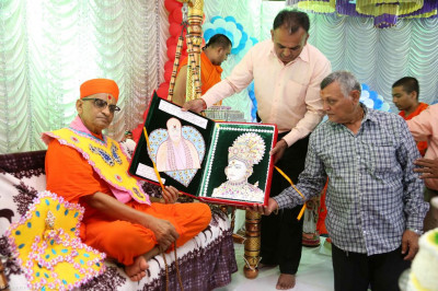 Disciples present a card made from diamonds and jewellery to His Divine Holiness Acharya Swamishree