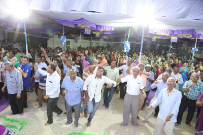Disciples dance to devotional songs