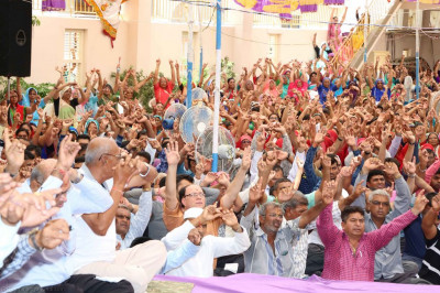 Hundreds of disciples enjoy the celebrations