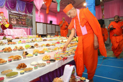 His Divine Holiness Acharya Swamishree lights the candles on the cake