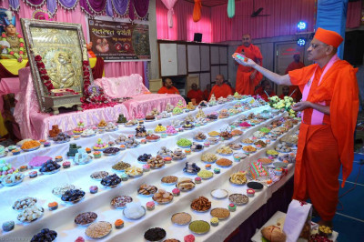 His Divine Holiness Acharya Swamishree offers cake to Shree Sahajanand Swami