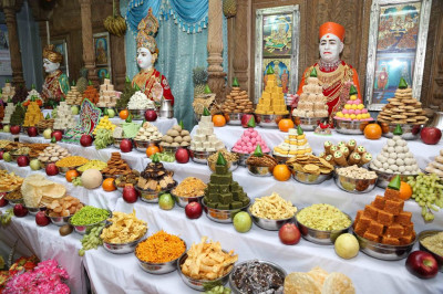 Divine darshan of Lord Shree Swaminarayanbapa Swamibapa dining on various sweets and savouries in the form of annakut