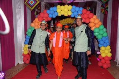 Disciples who have sponsored the evening programme escort His Divine Holiness Acharya Swamishree