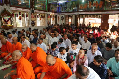 Hundreds of disciples gather at Shree Swaminarayan Mandir Kheda to celebrate