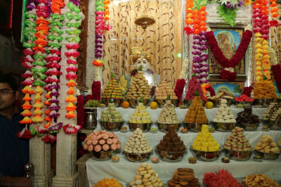 Divine darshan of Jeevanpran Shree Abji Bapashree dining on sweets and savouries in the form of annakut