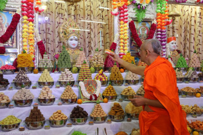 His Divine Holiness Acharya Swamishree offers cake to Lord Shree Swaminarayan