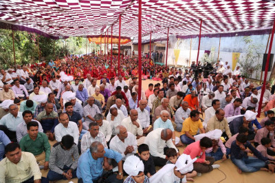Hundreds of disciples gather in Kheda