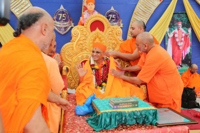 Honoured guests present a shawl to His Divine Holiness Acharya Swamishree