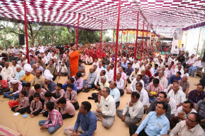 Hundreds of disciples gather in Kheda to enjoy the celebrations