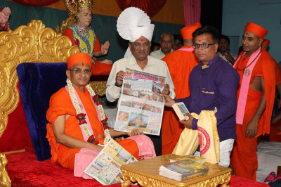 His Divine Holiness Acharya Swamishree blesses the publishers of the article