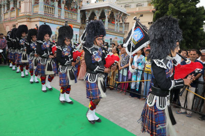 Shree Muktajeevan Swamibapa Pipe Band performs during the procession