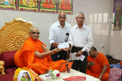 His Divine Holiness Acharya Swamishree donates cheques to local charitable organisations