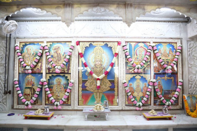Divine darshan of Lord Shree Swaminarayanbapa Swamibapa at Shree Swaminarayan Mandir Mankuva (Ladies)