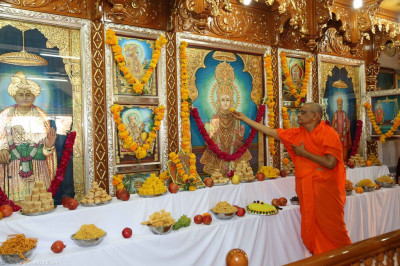 His Divine Holiness Acharya Swamishree offers delicious sweets to Lord Shree Swaminarayan