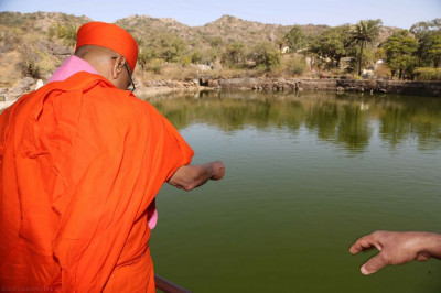 His Divine Holiness Acharya Swamishree visits Shree Somnath Mahadev Mandir in Abu