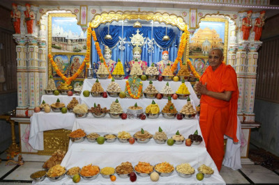 Divine darshan of Acharya Swamishree with Lord Shree Swaminarayanbapa Swamibapa and the annakut