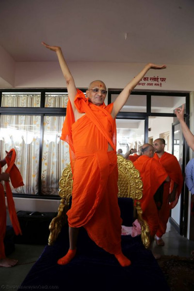His Divine Holiness Acharya Swamishree, Sants and disciples dance to a devotional song