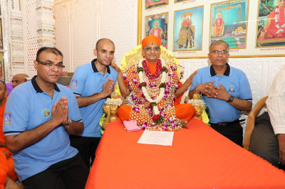 Acharya Swamishree blesses the event sponsor disciples