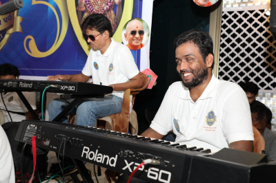 The keyboardists of the group Dilki Najar Se provide accompaniment to the singers throughout the evening