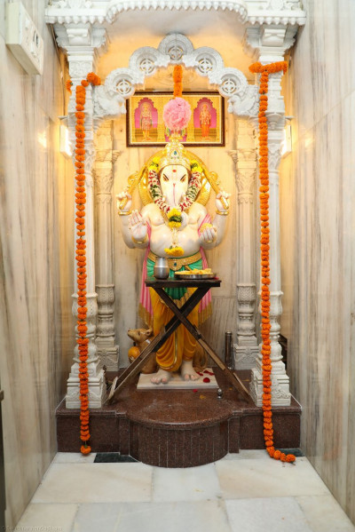 Divine darshan of Shree Ganeshji at Shree Swaminarayan Mandir Mumbai on the 50th Patotsav