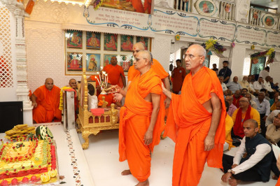 Sants join Acharya Swamishree to perform the annakut aarti to Lord Swaminarayanbapa Swamibapa