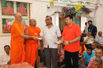 Sants and disciples offer annakut aarti to Lord Swaminarayanbapa Swamibapa and Acharya Swamishree