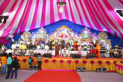 Sants, disciples and all professional musicians organised on the stage ready to perform devotional songs throughout the samuh raas programme