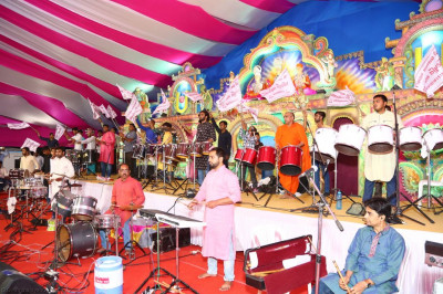 Sants, disciples and all professional musicians perform devotional songs throughout the samuh raas programme