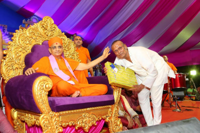 His Divine Holiness Acharya Swamishree presents various gifts to disciples
