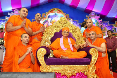 His Divine Holiness Acharya Swamishree blesses sants that performed devotional songs throughout the evening programme