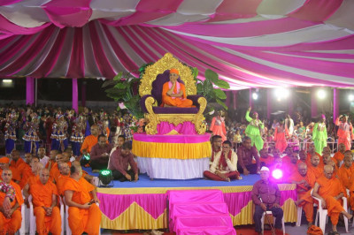 Disciples play raas around Shree Harikrishna Maharaj and His Divine Holiness Acharya Swamishree