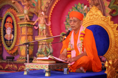 Sants begin the recital of the divine scripture Sadguru Shree Nirgundasji Swami