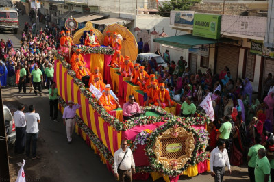 A view of the grand float with His Divine Holiness Acharya Swamishree and sants