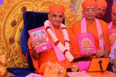 His Divine Holiness Acharya Swamishree officially releases the new scripture Shreeji Sankalpa Murti Sadguru Shree Nirgundasji Swami