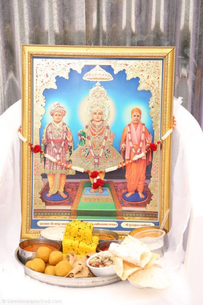Lord Shree Swaminarayanbapa Swamibapa dines on prasad lunch