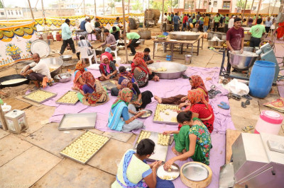 Disciples prepare prasad lunch
