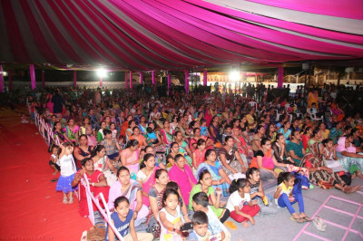 Hundreds of disciples enjoy the evening devotional performances
