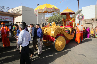 Disciples who have sponsored the scripture recitals pull the golden chariot towards sabha