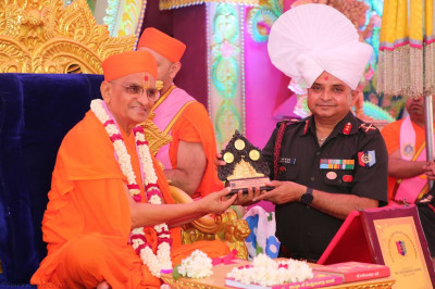 His Divine Holiness Acharya Swamishree presents a momento honoured guest