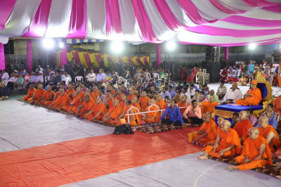 His Divine Holiness Acharya Swamishree, sants and hundreds of disciples enjoy the evening devotional song concert