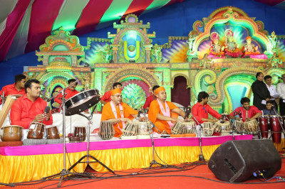 Sants perform tabla throughout the concert