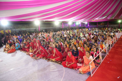 Hundreds of disciples enjoy the evening devotional song concert