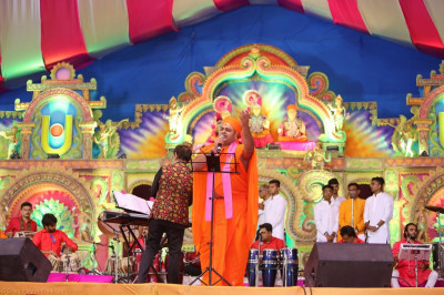 Gifted sants perform devotional songs