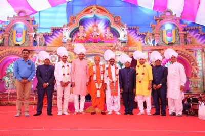 His Divine Holiness Acharya Swamishree blesses all honoured guests on stage