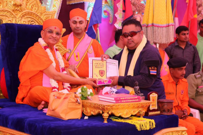 His Divine Holiness Acharya Swamishree presents awards to the honoured guests