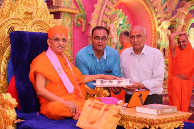 His Divine Holiness Acharya Swamishree consecrates prasad