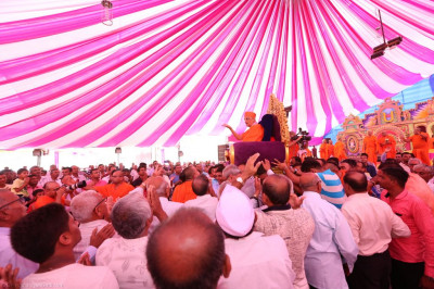 Disciples carry His Divine Holiness Acharya Swamishree from the stage