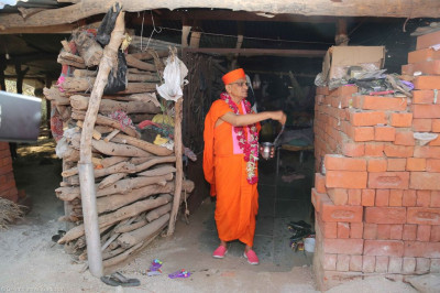 Acharya Swamishree blesses various disciples homes